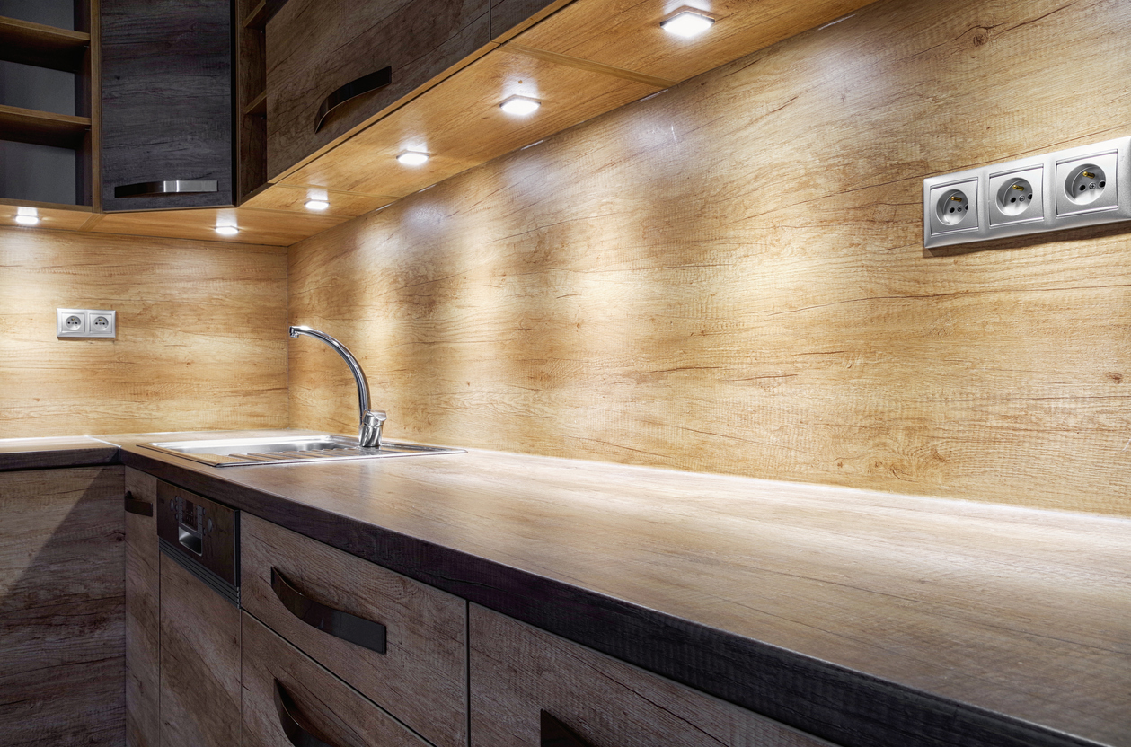 kitchen-counter-with-under-cabinet-lights